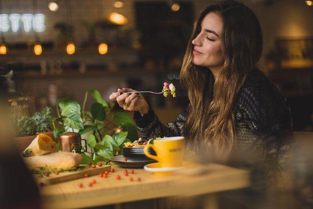 توجه به بو، طعم و دیگر کیفیت غذا